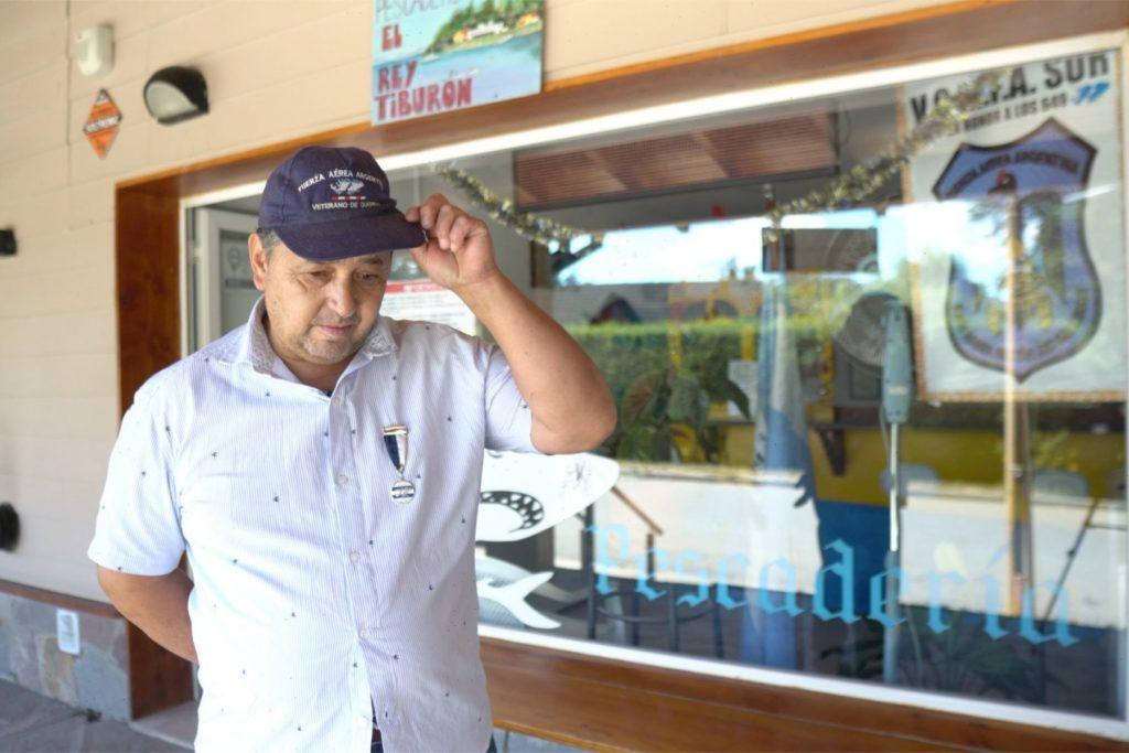 gino - serves - the - fresh - fish - of - patagonia